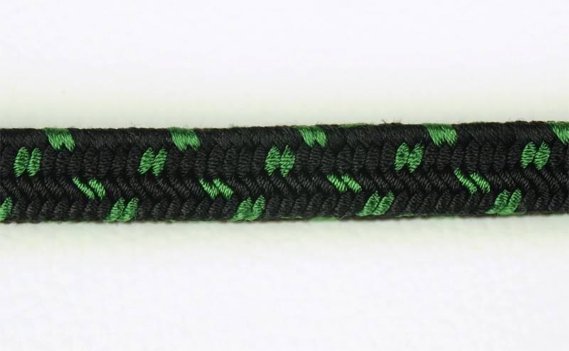 Negro puntos verdes